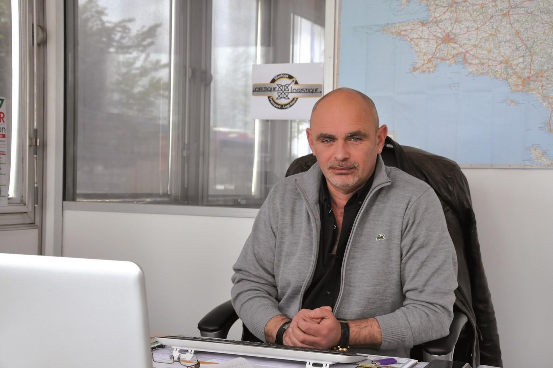 Christophe Confains a démarré chauffeur routier. Il est aujourd'hui à la tête de TCS, entreprise de transport spécialisée dans l'agroalimentaire créée en 2008 à Plaintel  (10 salariés) et plus récemment de Celtique Logistique basée à Ploufragan depuis mars 2017
