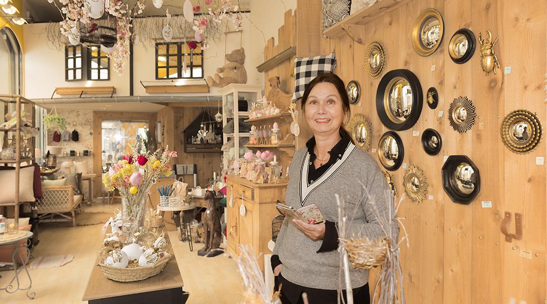 Frédérique Lucas, commerçante à Auray, prépare sa transition digitale.