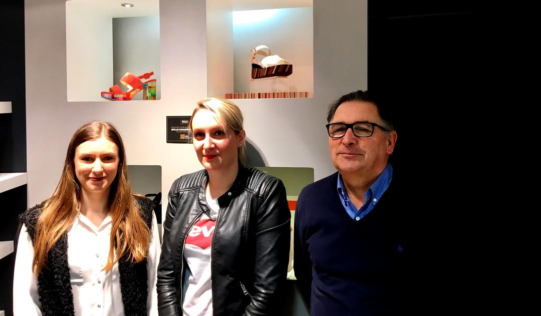 Yvon Rivioalan, gérant d'Idylle Chaussures à Saint Brieuc et Rennes avec ses deux collaboratrices en charge du marketing digital