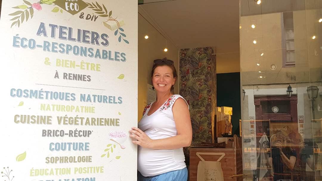 Installée en plein centre de Rennes, Holly Deline propose aux particuliers et aux entreprises, une diversité d'ateliers pour apprendre à fabriquer soi-même ses produits naturels : cosmétiques, savon, lessive etc