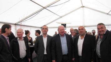 Marc Guéguan, 3e en partant de la gauche en compagnie de Jacques Le Ludec maire de Kervignac