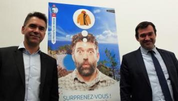 Olivier Costil, directeur de Brest Terres Océanes et son président, Patrick Leclerc, présentent la campagne d'affichage qui sera déployée avant l'été
