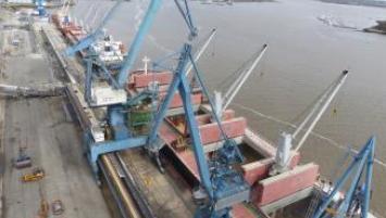 Le déchargement du port de Lorient