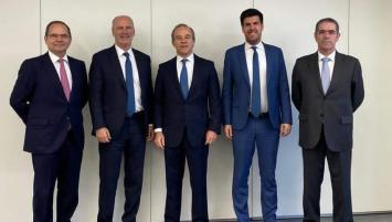 José Morgado, Pdt de Luso Atlantica, et Jacques Verlingue, pésident du Groupe Eponyme,  2 ndet 3 ème sur la phot en partant de la gauche