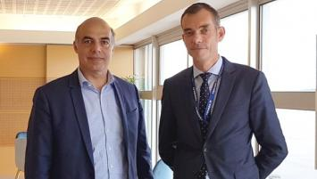 Karim Khan-Renault aux côtés de Gilles Tellier, directeur de l'aéroport de Rennes-Saint-Jacques