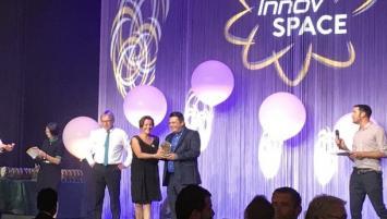 Applifarm a été récompensée en 2018 à l'occasion d'Innovspace . Xavier Wagner, CEO reçoit son trophée