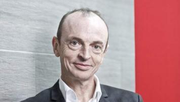 Frédéric Laurent, 57 ans, membre du Comité exécutif du groupe Arkéa depuis 2016 en tant que Directeur du pôle innovation et opérations, prend la direction du pôle clientèle retail