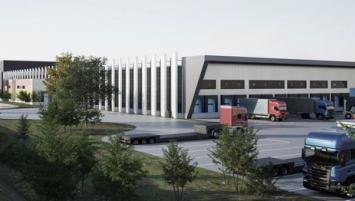 Sur une surface de 15 000 m2 et prévoyant l'emploi de 150 personnes dont 50 recrutements, l'usine vise à augmenter la capacité de fabrication de la menuiserie AM-X.