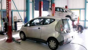 Depuis le 1er septembre dernier, Autopuz a racheté l'ensemble des pièces de rechange électriques Bluecar à Bolloré en plus des 3 000 voitures électriques d'occasion restantes