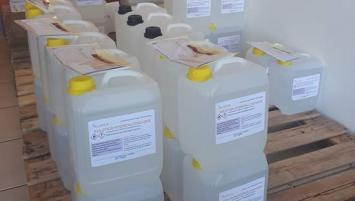 Olnica (35), spécialiste de la contrefaçon   vient de mettre en place une ligne de production de solutions hydro alcooliques (norme OMS) en conditionnement de 5L à destination des professionnels et des industriels.