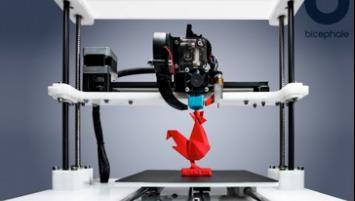 Créée en février 2016 à Rennes par Leeroy Gruel, Bicephale conçoit des imprimantes 3D sur-mesure et faciles d'utilisation.