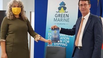 Jean-Marc Roué, président de Brittany Ferries, et Antidia Citores, porte parole de Surfrider Fondation Europe