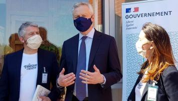 de G à D : Olivier CLanchin, Pdt de Triballat-Noyal , Bruno Le Maire, Ministre de l'Economie et des Finances et Solenn Douard, Directrice Générale