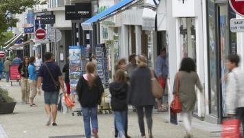 « Le commerce de centre-ville fléchit dans la plupart des secteurs d'activité et affiche une moyenne de trois 3 salariés (2,7 exactement)