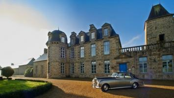 Le château  Renaissance du Bois Guy à quelques  km de Fougères est la propriété de puis 2009 de l'entrepreneur danois, Michael Linhoff.