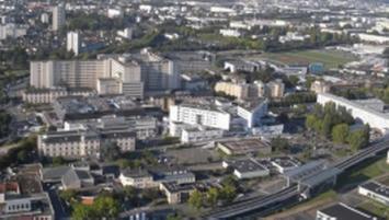 Aujourd'hui, le CHU  de Rennes est implanté sur 5 sites hospitaliers : (Pontchaillou, hôpital Sud, Hôtel Dieu, la Tauvrais et le  centre  de soins dentaires Pasteur) répartis sur l'agglomération rennaise