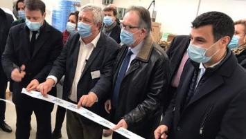 La Coop des masques, basée à Grâces, près de Guingamp (22 a été inaugurée ce vendredi 22 janvier, en présence de nombreux élus engagés dans le projet.