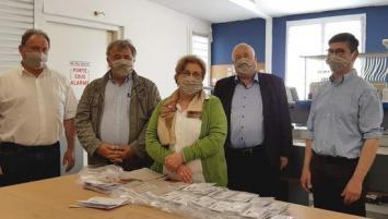 Depuis un mois, l'entreprise Daven basée à Pordic (22) et une vingtaine de couturières indépendantes confectionnent plus de 2 000 masques en tissu par semaine