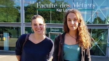 A l'occasion de la journée internationale des droits des filles , Virginie Giboire (à gauche) laissera son poste de cheffe de restaurant  Maria Jasnot (à droite)