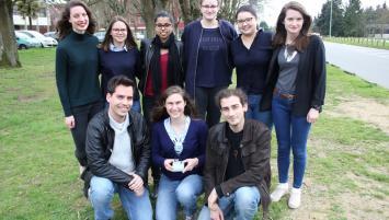 Le groupe lauréat 2017 de l'ENSCR  qui a conçu le projet du jeans pour femme enceinte à mémoire de forme.