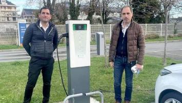 Xavier Borel, dirigeant d'Emeraude Solaire et Claude Le Brizé, dirigeant de Drop'n Plug