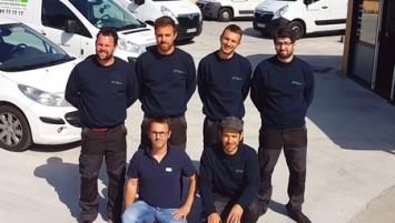 L'équipe d'Etao Ebéa est composée de 6 salariés , cogérée par Arnaud Paci (à gauche à genoux) et Maxime Grimault ( 2ème à gauche debout)