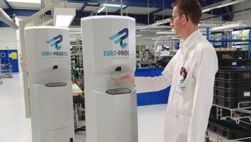 la société lannionaise Euro-Process, spécialisée dans les cartes électroniques, se lance dans la fabrication de bornes automatiques de gel hydroalcoolique
