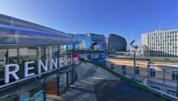 Plus grand programme construit sur le site de la gare, Identity accompagne la transformation du nouveau pôle tertiaire et multimodal qui connecte Paris au Grand Ouest.