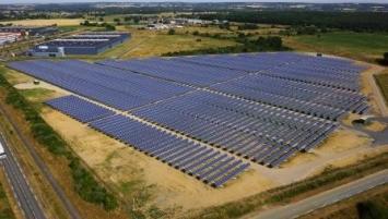 Producteur d'énergies renouvelables indépendant, Langa  exploite à travers la France plus de 220 centrales en toitures et en champs solaires pour une puissance de plus de 150 MWc