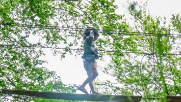 Frédéric Margeot et Erwan Lesven vont ouvrir le 6 avril 2019, sur un espace boisé de 3,6 ha, au bord des étangs de Lantic dans les Côtes d'Armor, un parc de loisirs pour toute la famille. L'activité principale sera constituée de 10 parcours d'accrobranche à, partir de 4 ans.