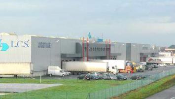 , L.C.S- 32 000 m² de plateforme logistique- dispose de quinze lignes de conditionnement modulables lui permettant de répondre à toutes les problématiques de l'emballage et des flux logistiques.