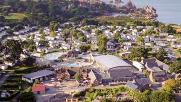 Le camping 5 étoiles, Le Ranolien à Perros-Guirrec peut accueillir jusqu'à 3 000 touristes en pleine saison