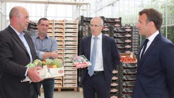 Marc Keragueven (à gauche) et Emmanuel Macron