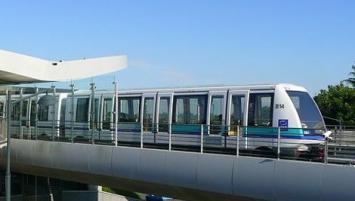la  ligne A du métro de Rennes, totalement automatisée et sans conducteur, a été lancée en 2002. Avec 8,5 km de voie et 15 stations desservies, elle est exploitée par Kéolis qui  assure en moyenne 130 000 voyages quotidiens