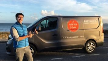 À bord d'un Minivan repensé en studio de production mobile, le blogueur breton sillonnera la région, de Brest à Saint-Malo