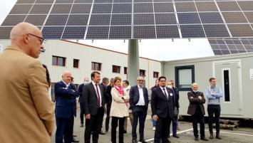 Ce jeudi 21 octobre, Louis Maurice, co fondateur d'Okwind et son équipe inauguraient officiellement ce nouveau bâtiment de 5 000 m², situé à Torcé près de Vitré,  en présence de nombreux élus.
