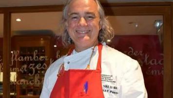 Dans son restaurant la Table du Marais, situé dans le village de La Fresnais, à proximité de Cancale et Saint-Malo, Pascal Raffray cultive l'esprit bistrot.