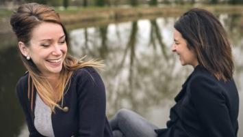 Les deux créatrices de La Loutre à Rennes , Cléo et Jeanne