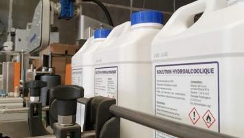 A la demande de la préfecture, Nanovia Capevia a réorganisé sa production pour fabriquer des solutions et gels hydro alcooliques.