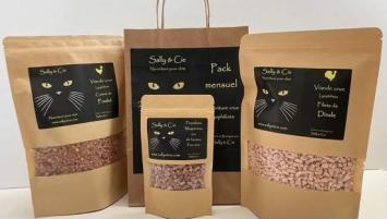 Sally & Cie se présente comme la première marque française de viande crue lyophilisée pour chats.