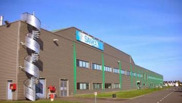 Deuxième fabricant mondial de compresseurs de climatisation, le Groupe japonais Sanden dispose de deux sites industriels en Europe, en France et en Pologne. Le plus important est celui de Tinténiac situé à une trentaine de kilomètres au nord de Rennes