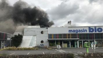Samedi 17 juin, un incendie a ravagé les 1 000 mètres carré du site de Scarabée Biocoop à Cesson-Sévigné près de Rennes