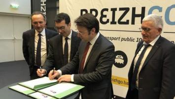 signature de la convention par Jean-Pierre Farandou, Président Directeur Général de la SNCF, et Loïg Chesnais-Girard, Président de la Région Bretagne