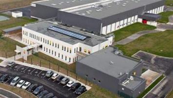 Basé à Bréal-sous-Monfort en Ille-et-Vilaine, le Groupe Solina compte17 sites de production, des centres de R&D et de nombreux bureaux commerciaux à travers le monde. Il emploie 1700 salariés. L'actionnaire majoritaire est la société d'investissement privée et indépendante Ardian.