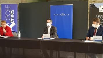 De g à d : Nathalie Appéré, présidente de Rennes Métropole, Etienne Martin Commandeur, Directeur du Stellantis Rennes et Loïg Chesnais Girard , Président de la Région Bretagne