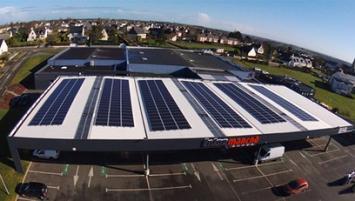 L'Intermarché de Trémuson dans les côtes d'Amor inaugure ce jour,  mercredi 21 mars,  son installation de 384 panneaux solaires Photowatt sur le toit de son  parking couvert.