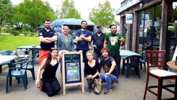 L'équipe d'associés salariés à la brasserie coopérative Tri Martolod, à Concarneau
