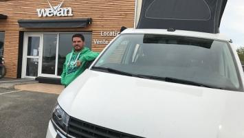 Romain Flohic a ouvert l'agence We Van il y a un an, à Pluneret.