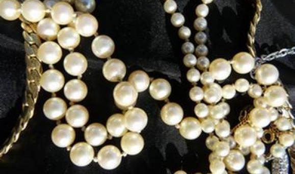 Nouveaux modes de vie, les horlogers, bijoutiers, joailliers, orfèvres de Bretagne (H.B.J.O.) doivent renouveler leur offre. Tout ce qui brille n'est pas d'or...