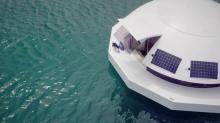 Conçu pour être nomade et insubmersible, mais aussi autosuffisante , la capsule flottante Anthénéa peut-être positionné ou non à son port d'attache.